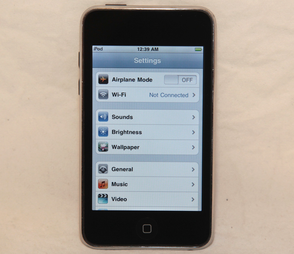 apple ipod touch 8gb 2nd generation mb528ll a1288 4 2 1. Black Bedroom Furniture Sets. Home Design Ideas
